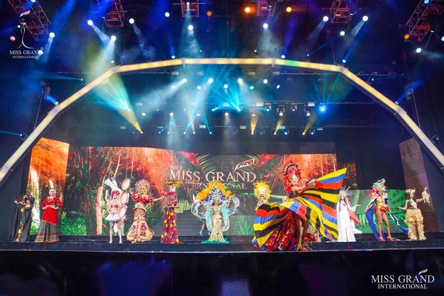 Việt Nam lọt top 20 bộ trang phục dân tộc đẹp nhất Hoa hậu hoà bình quốc tế 2019 - 7