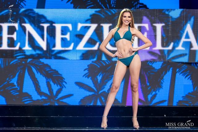 Ngắm dàn thí sinh Hoa hậu hoà bình quốc tế 2019 bốc lửa với áo tắm - 5