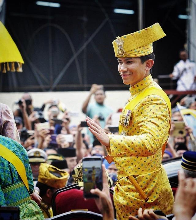 Hoàng tử 9X Brunei gây chú ý tại lễ đăng quang Nhật hoàng Naruhito - 9
