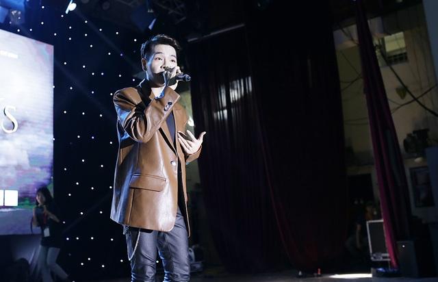 """Sinh viên Báo chí hóa """"cụ già hiphop"""" trong ngày hội chào khóa mới - 5"""