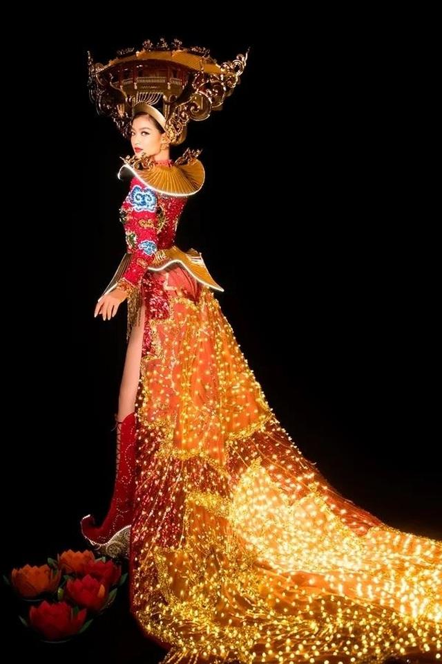 Việt Nam lọt top 20 bộ trang phục dân tộc đẹp nhất Hoa hậu hoà bình quốc tế 2019 - 4