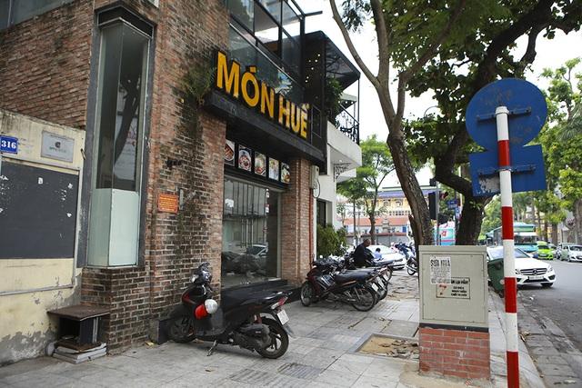 Hà Nội: Khung cảnh hoang tàn ở chuỗi cửa hàng Món Huế - 10