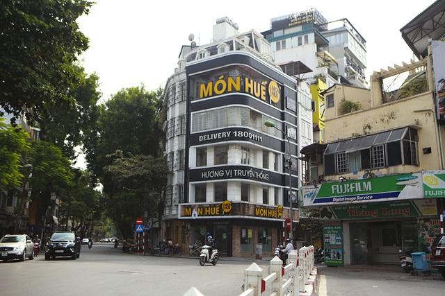 Hà Nội: Khung cảnh hoang tàn ở chuỗi cửa hàng Món Huế - 1