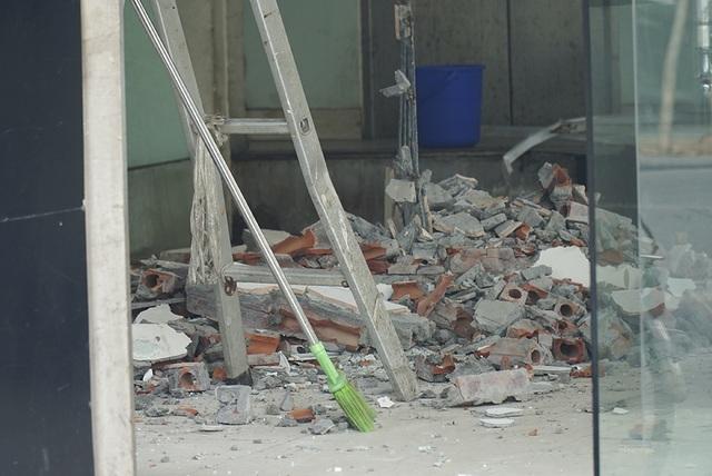Hà Nội: Khung cảnh hoang tàn ở chuỗi cửa hàng Món Huế - 2