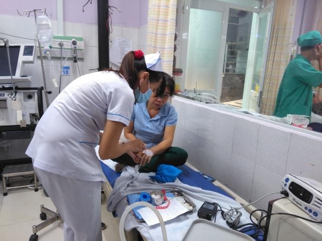 Hàng loạt công nhân nhập viện nghi ngộ độc thực phẩm - 4