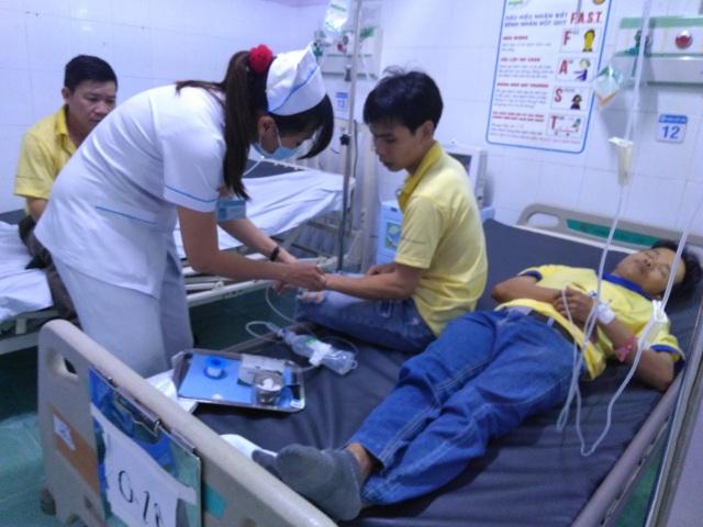 Hàng loạt công nhân nhập viện nghi ngộ độc thực phẩm - 3
