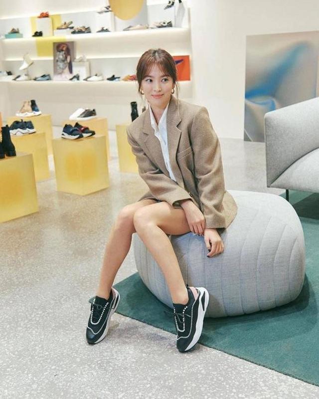 """Song Hye Kyo trang điểm trong veo hút hồn cư dân mạng sau lùm xùm """"nói không giữ lời"""" - 3"""