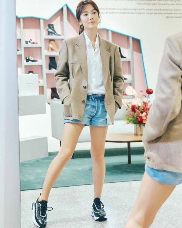 """Song Hye Kyo trang điểm trong veo hút hồn cư dân mạng sau lùm xùm """"nói không giữ lời"""" - 7"""