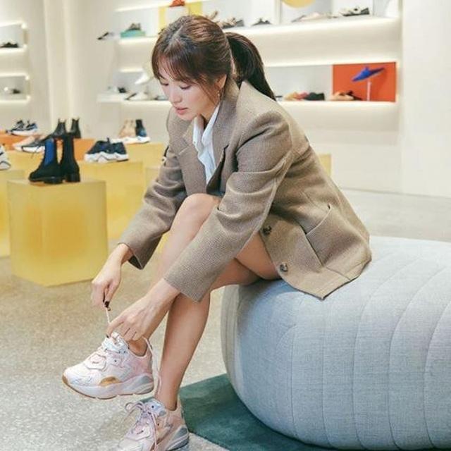 """Song Hye Kyo trang điểm trong veo hút hồn cư dân mạng sau lùm xùm """"nói không giữ lời"""" - 5"""