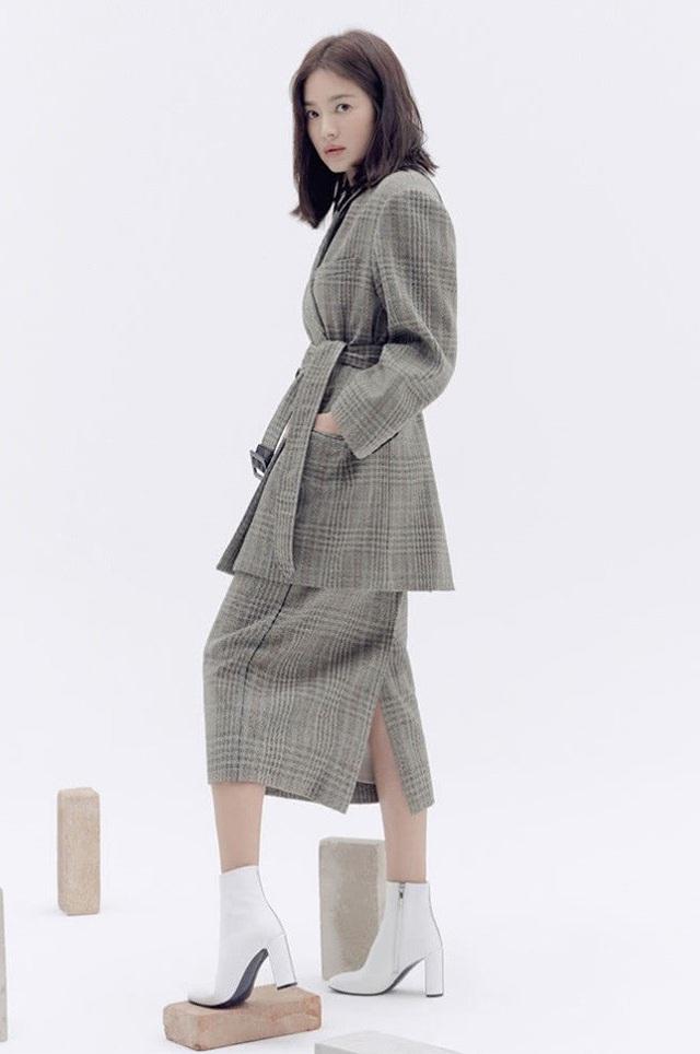 """Song Hye Kyo trang điểm trong veo hút hồn cư dân mạng sau lùm xùm """"nói không giữ lời"""" - 9"""