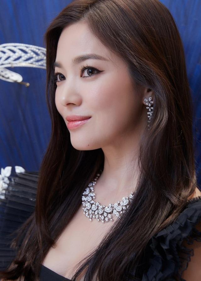 """Song Hye Kyo trang điểm trong veo hút hồn cư dân mạng sau lùm xùm """"nói không giữ lời"""" - 1"""