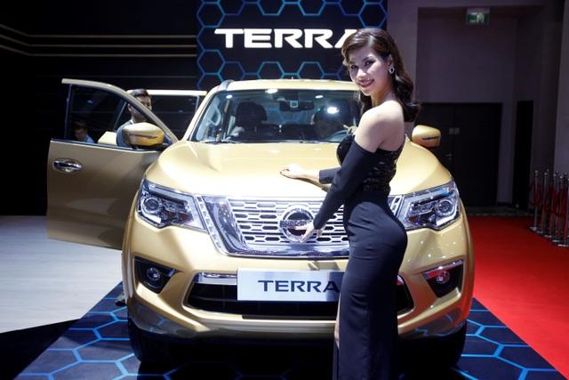 Nissan Việt Nam trở lại cùng Navara Black Edition A-IVI - 8