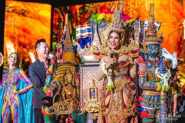 Việt Nam lọt top 20 bộ trang phục dân tộc đẹp nhất Hoa hậu hoà bình quốc tế 2019 - 10