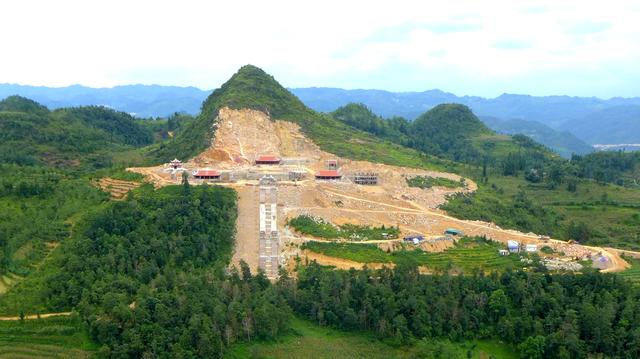 Xẻ núi xây khu sinh thái văn hóa tâm linh gần di tích Cột cờ Lũng Cú - 1