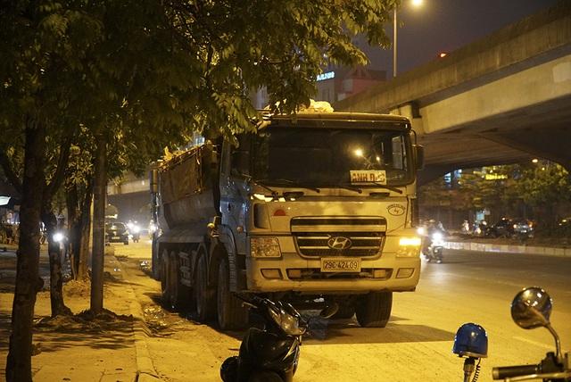 Bị CSGT kiểm tra, hàng loạt tài xế xe quá tải gọi điện cho người thân - 5