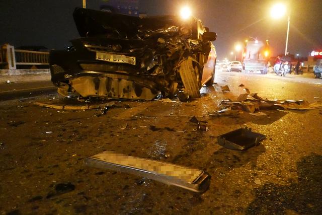 Hà Nội: Tai nạn kinh hoàng giữa 3 xe ô tô trên cầu Vĩnh Tuy - 6