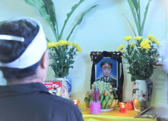 """Anh hùng Hoàng Đăng Vinh qua đời: """"Ông ra đi để lại căn phòng đầy hình bóng mình"""" - 1"""