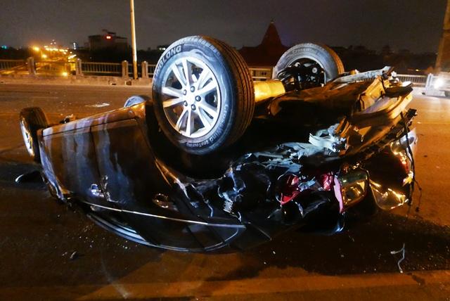 Hà Nội: Tai nạn kinh hoàng giữa 3 xe ô tô trên cầu Vĩnh Tuy - 2