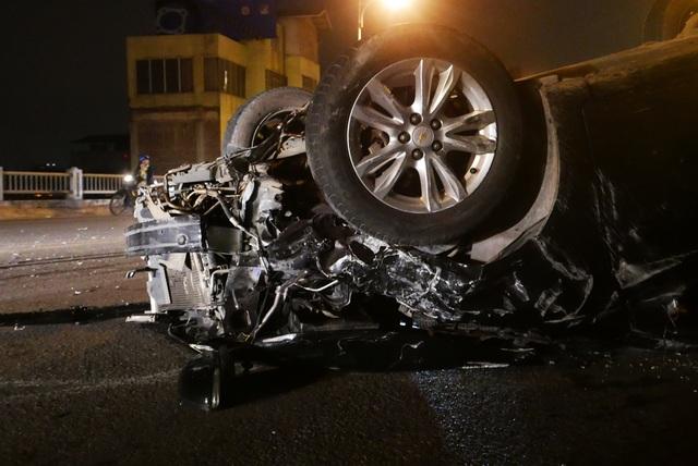 Hà Nội: Tai nạn kinh hoàng giữa 3 xe ô tô trên cầu Vĩnh Tuy - 4
