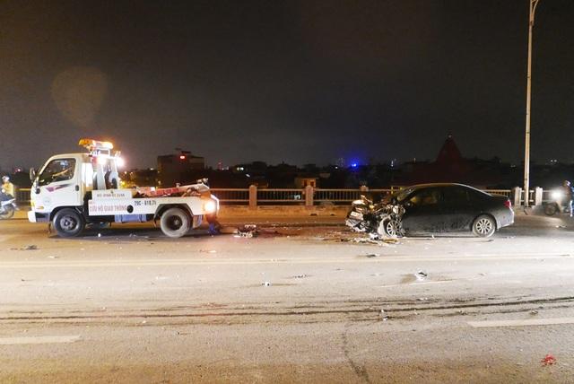 Hà Nội: Tai nạn kinh hoàng giữa 3 xe ô tô trên cầu Vĩnh Tuy - 12