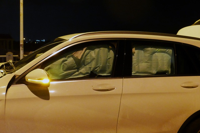 Hà Nội: Tai nạn kinh hoàng giữa 3 xe ô tô trên cầu Vĩnh Tuy - 11