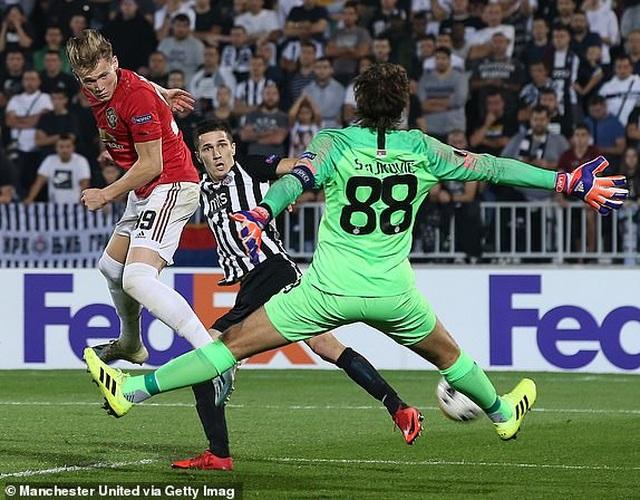 """Martial giúp MU chiến thắng, Arsenal ngược dòng nhờ """"bom tấn"""" - 2"""