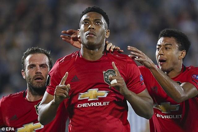 """Martial giúp MU chiến thắng, Arsenal ngược dòng nhờ """"bom tấn"""" - 1"""