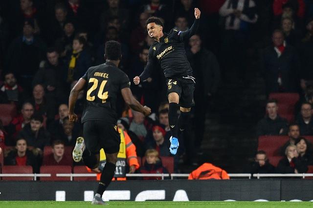 """Martial giúp MU chiến thắng, Arsenal ngược dòng nhờ """"bom tấn"""" - 3"""