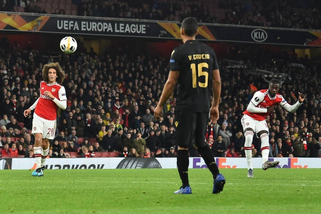 """Martial giúp MU chiến thắng, Arsenal ngược dòng nhờ """"bom tấn"""" - 4"""