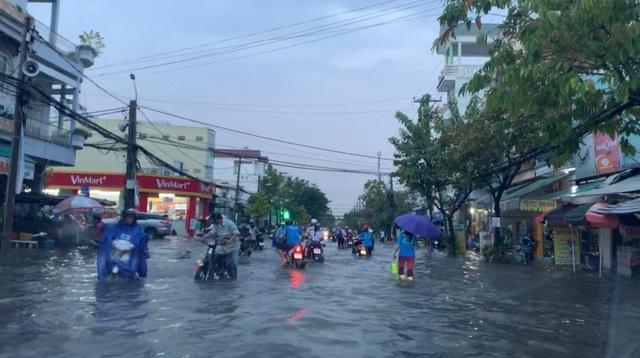 Cần Thơ mưa lớn, nhiều tuyến đường biến thành sông - 5