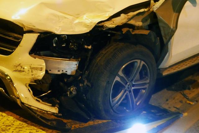 Hà Nội: Tai nạn kinh hoàng giữa 3 xe ô tô trên cầu Vĩnh Tuy - 9