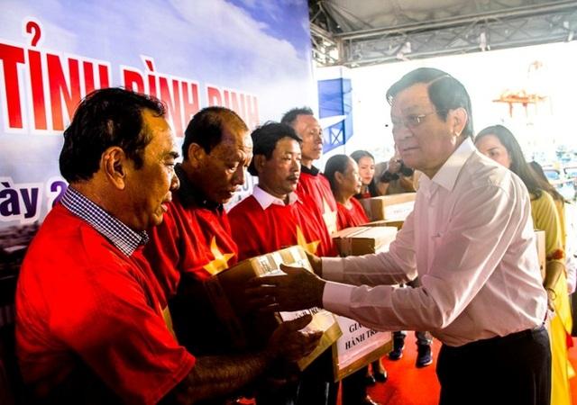 """Nguyên Chủ tịch nước Trương Tấn Sang kêu gọi chi viện giúp ngư dân Bình Định gỡ """"thẻ vàng"""" - 2"""