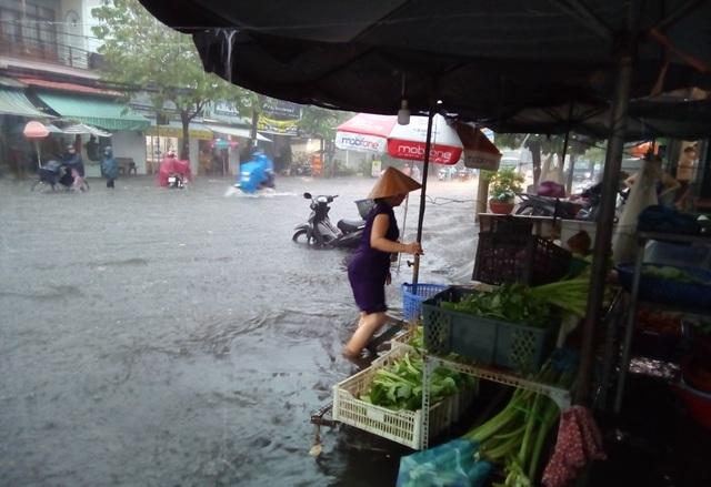 Cần Thơ mưa lớn, nhiều tuyến đường biến thành sông - 3