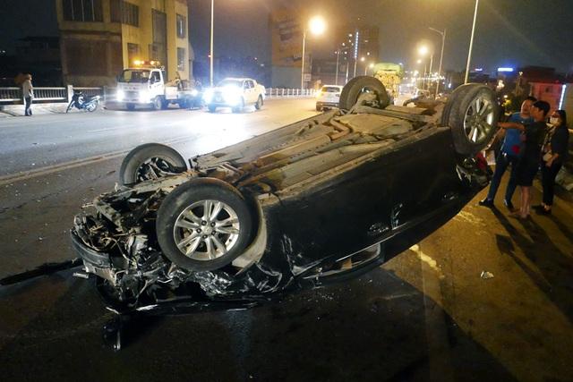 Hà Nội: Tai nạn kinh hoàng giữa 3 xe ô tô trên cầu Vĩnh Tuy - 3