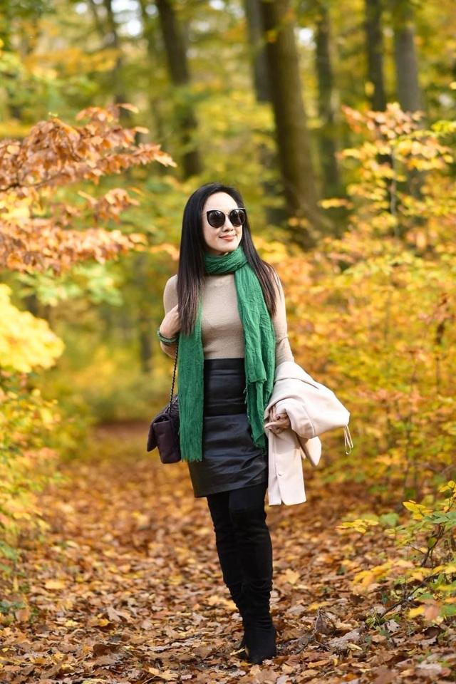BTV Hoài Anh khoe dáng quyến rũ giữa mùa thu châu Âu - 4