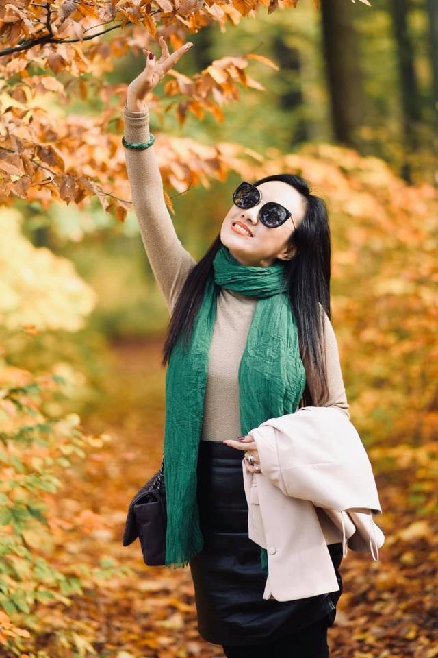 BTV Hoài Anh khoe dáng quyến rũ giữa mùa thu châu Âu - 3