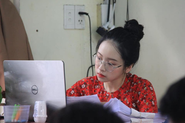 Cô giáo thực tập bất ngờ nổi tiếng với khuôn mặt trẻ như học sinh - 2