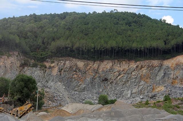 Núi Hồng chi chít những vết sẹo: Dãy núi huyền thoại bị xẻ thịt đến xót xa! - 11