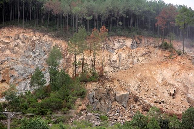 Núi Hồng chi chít những vết sẹo: Dãy núi huyền thoại bị xẻ thịt đến xót xa! - 9