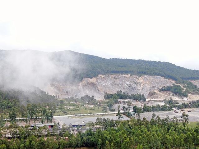 Núi Hồng chi chít những vết sẹo: Dãy núi huyền thoại bị xẻ thịt đến xót xa! - 3