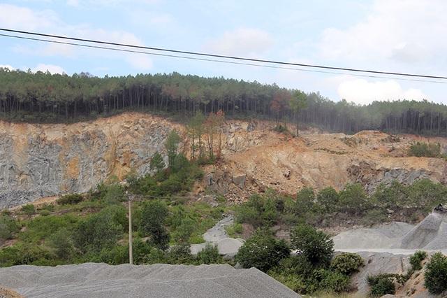 Núi Hồng chi chít những vết sẹo: Dãy núi huyền thoại bị xẻ thịt đến xót xa! - 10