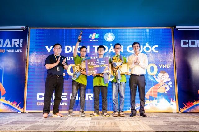 Ba sinh viên năm nhất chiến thắng cuộc thi lập trình lớn nhất Việt Nam - 1