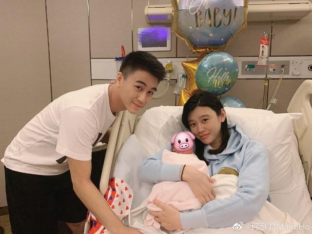 Sinh cháu đích tôn cho tỷ phú Macau, siêu mẫu áo tắm được gia đình chồng tôn vinh - 1