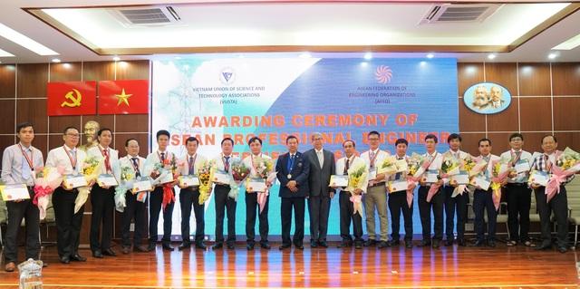 Kỹ sư của Tổng Cty Điện lực miền Nam được công nhận Kỹ sư chuyên nghiệp ASEAN - 1