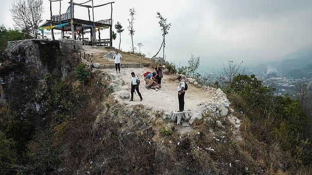 Nữ du khách ngã tử vong khi đang khỏa thân leo núi - 2