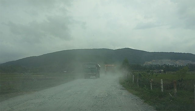 Núi Hồng chi chít những vết sẹo: Dãy núi huyền thoại bị xẻ thịt đến xót xa! - 4