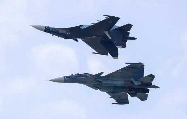"""Video dàn """"chim sắt"""" quân sự Nga diễn tập ném bom trên bán đảo Crimea - 1"""