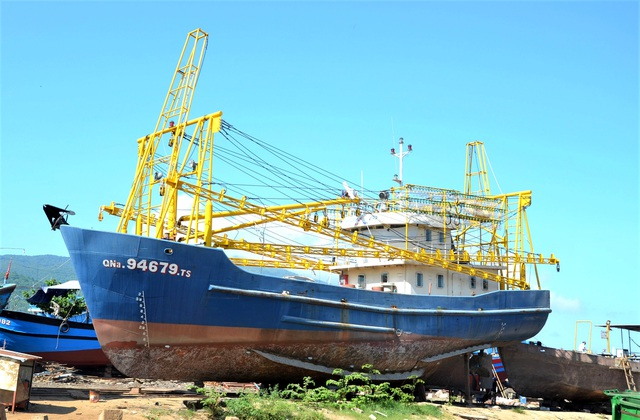 Gỡ khó tàu 67 ở Quảng Nam