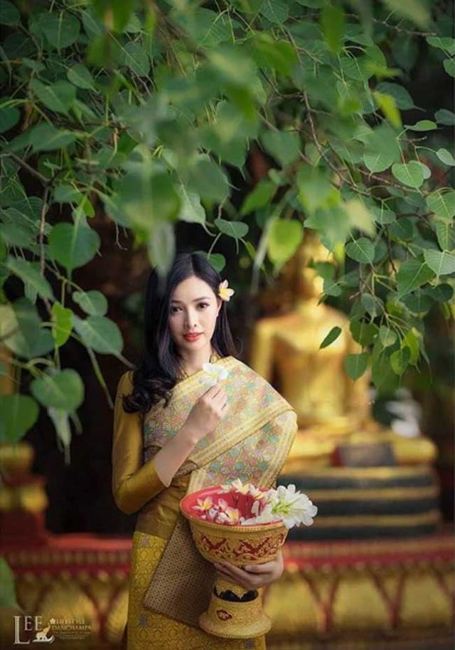 2 cô gái Lào đẹp tuyệt sắc giai nhân: Có người mang dòng máu Việt - 14