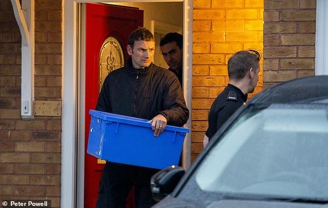 Bỉ truy tìm tài xế chở công-ten-nơ chứa 39 người xấu số - 1